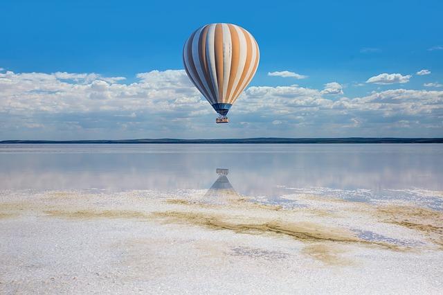 um balão filmado por uma produtora de vídeos